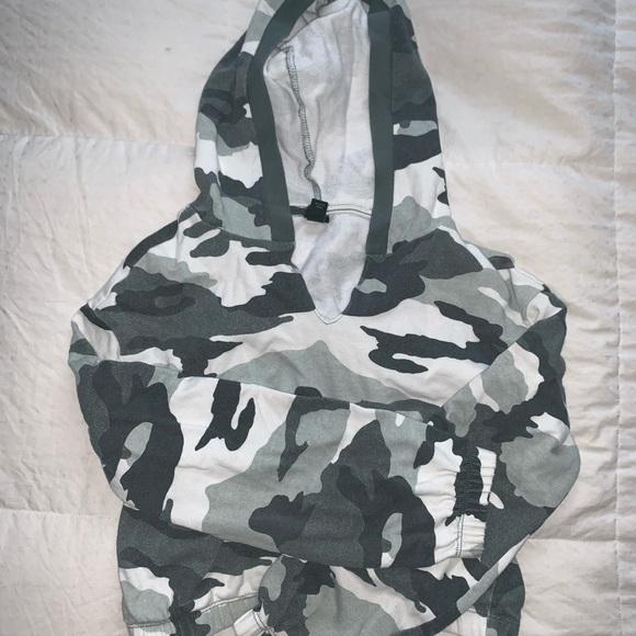 Cropped army hoodie